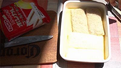 パンを卵液に浸す