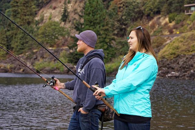 釣りを楽しむカップル
