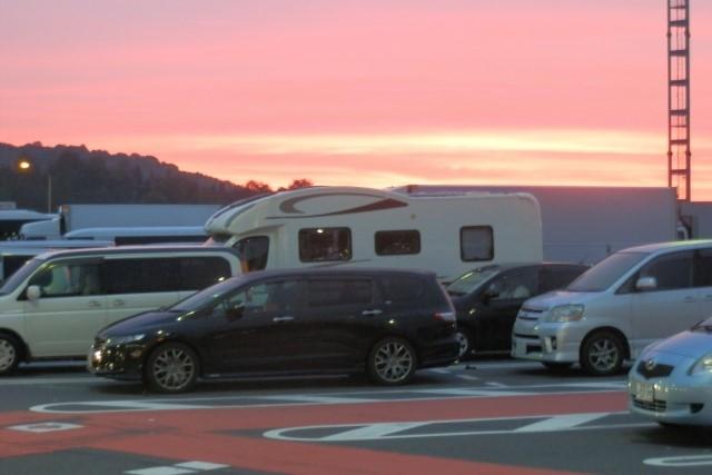 キャンピングカー停車中の写真