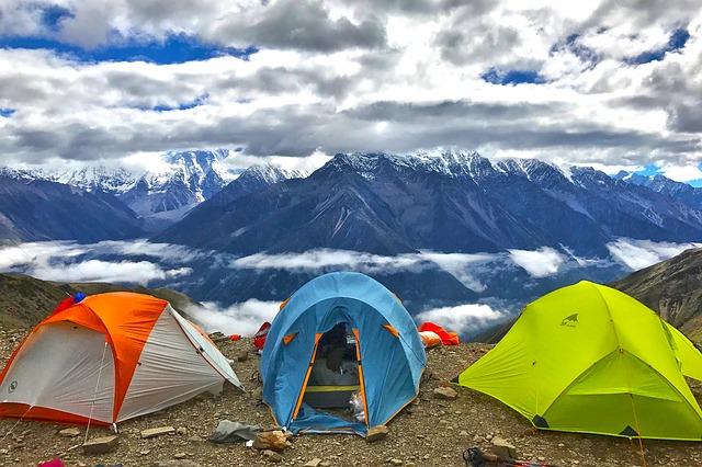3つのテントの写真