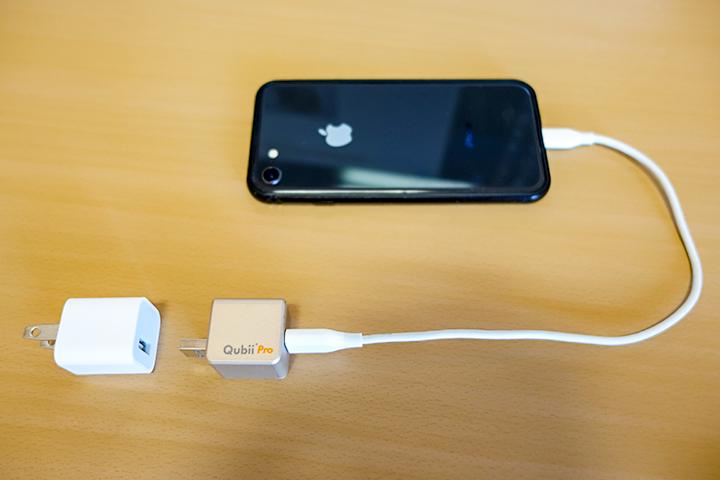 Qubii ProとUSB電源アダプターとiPhoneの写真