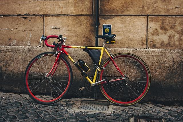 赤のロードバイク