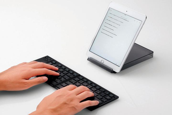 折りたたみ式Bluetoothキーボード写真