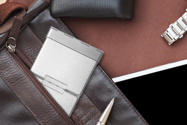 折りたたみ式Bluetoothキーボードの写真