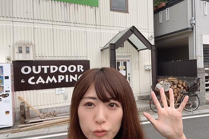 NOASOBIYAのお店の前に立つnatsuさん