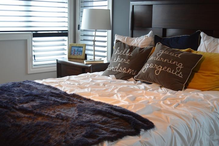 敷きパッドを使うベッドの画像