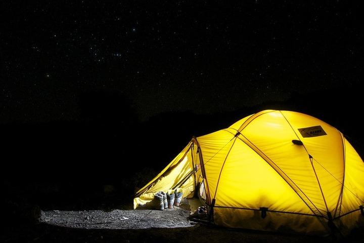 キャンプを行っている画像