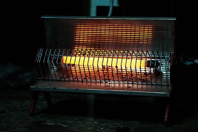 使用中の電気ストーブ