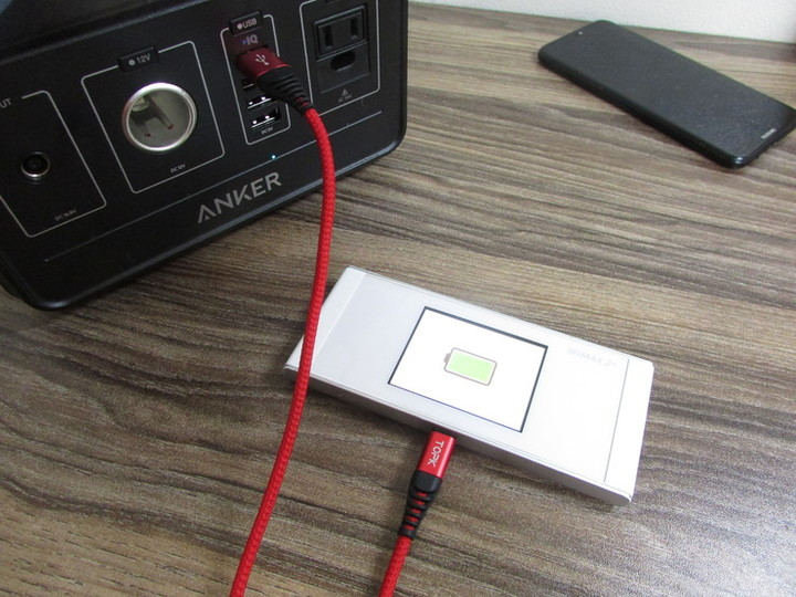 ポケットWiFiを充電している写真