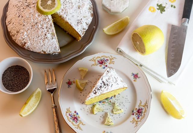 ケーキと包丁の写真