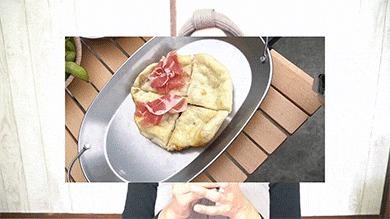 コラビータのEXVオリーブオイルで生ハムピザを作る様子