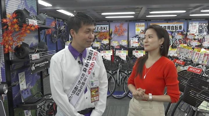 ヨドバシカメラ新宿西口本店家電マイスター勝田さんに電動自転車のリクエストをする奈津子画像