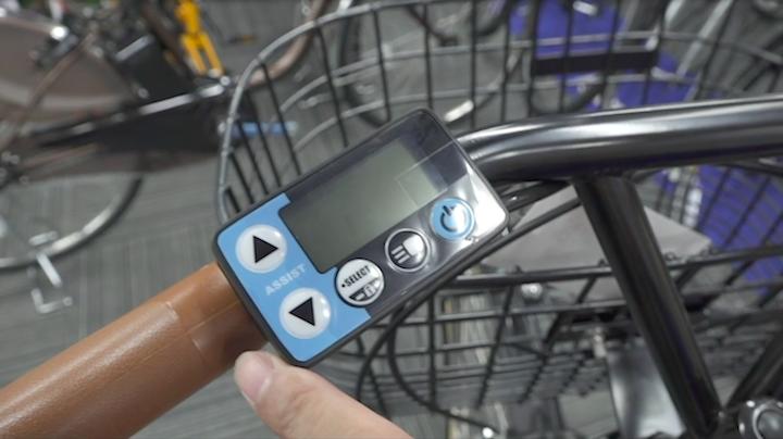 ヤマハの電動自転車についているシンプルな操作パネル