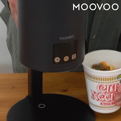 本体にカップ麺をセット