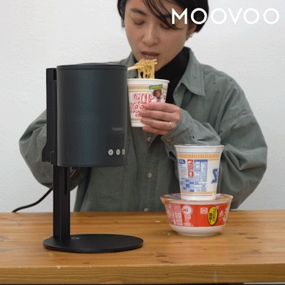 カップ麺食べる