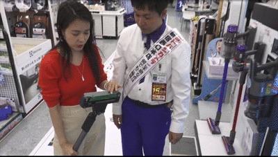 パナソニックの掃除機「パワーコードレス」のヘッドラバーを動かすGIF