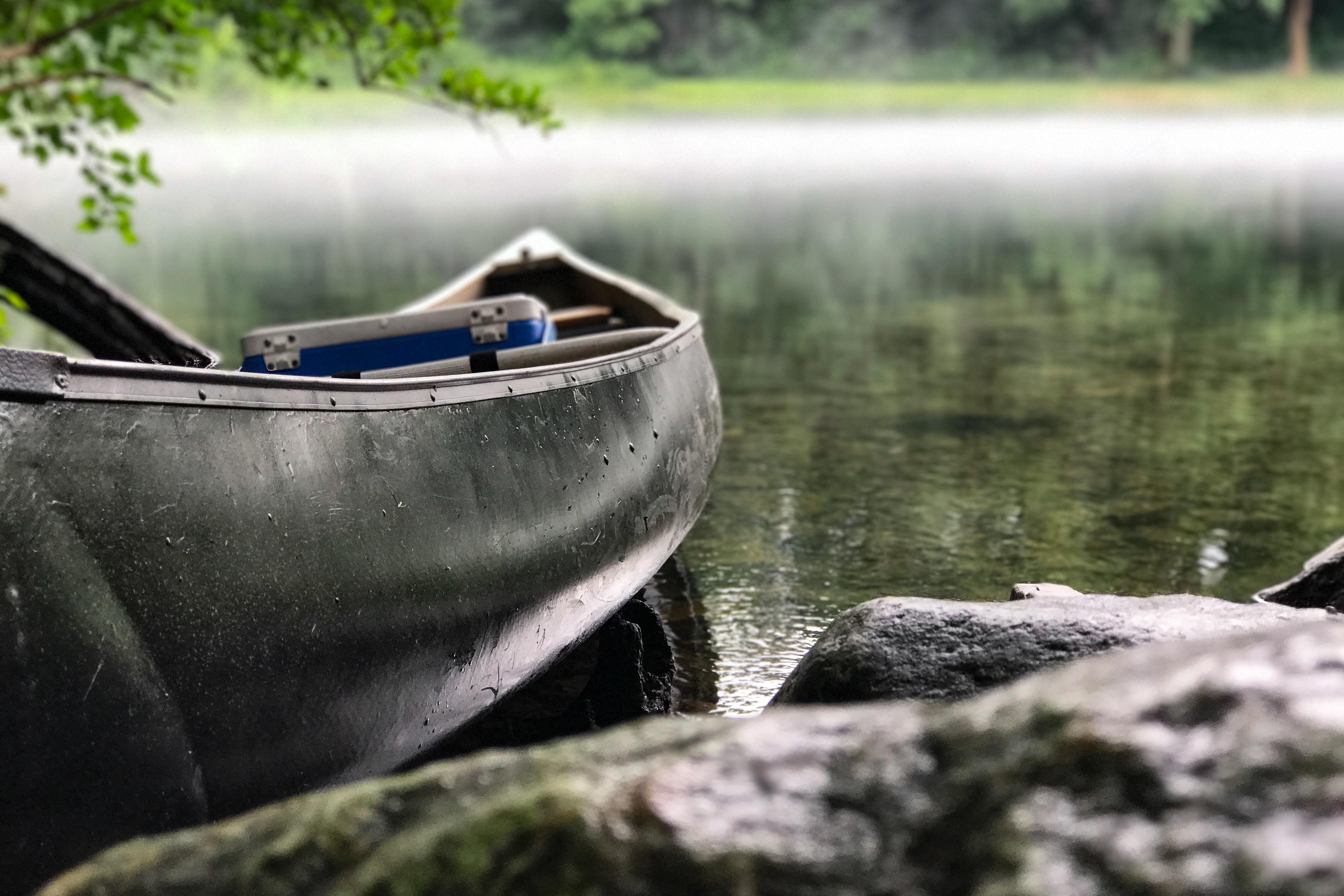 舟にクーラーボックス