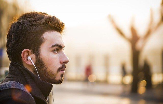髭が美しい男性の写真