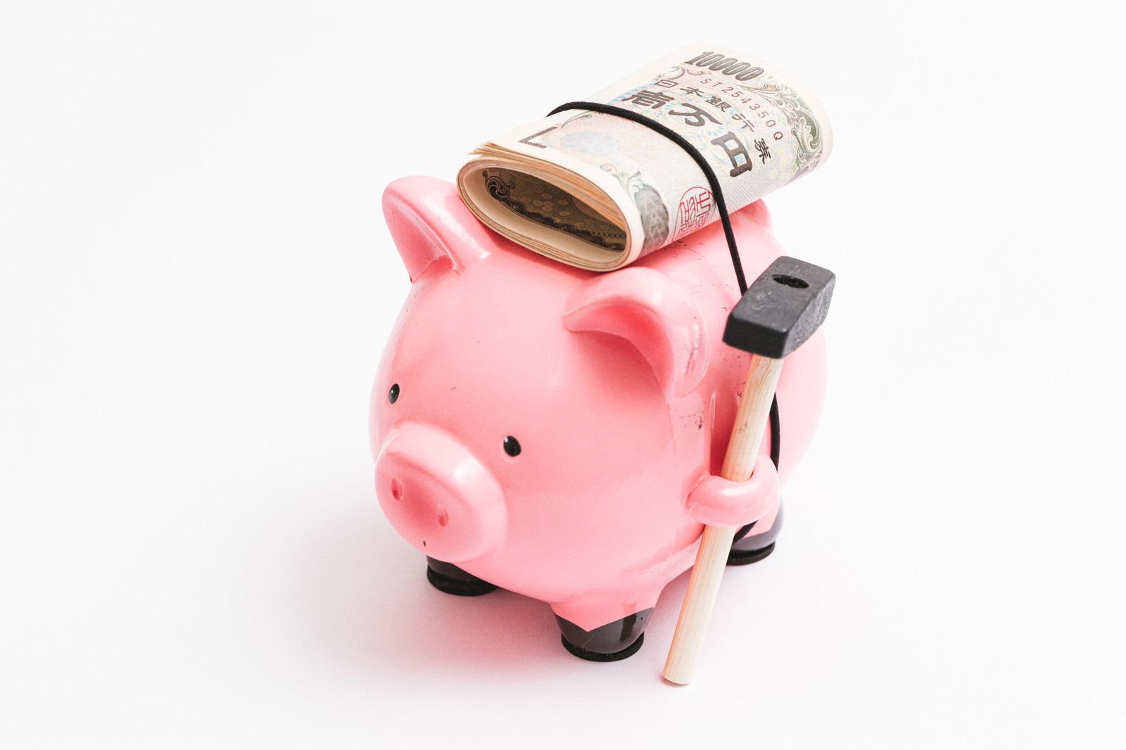 豚の貯金箱と一万円札