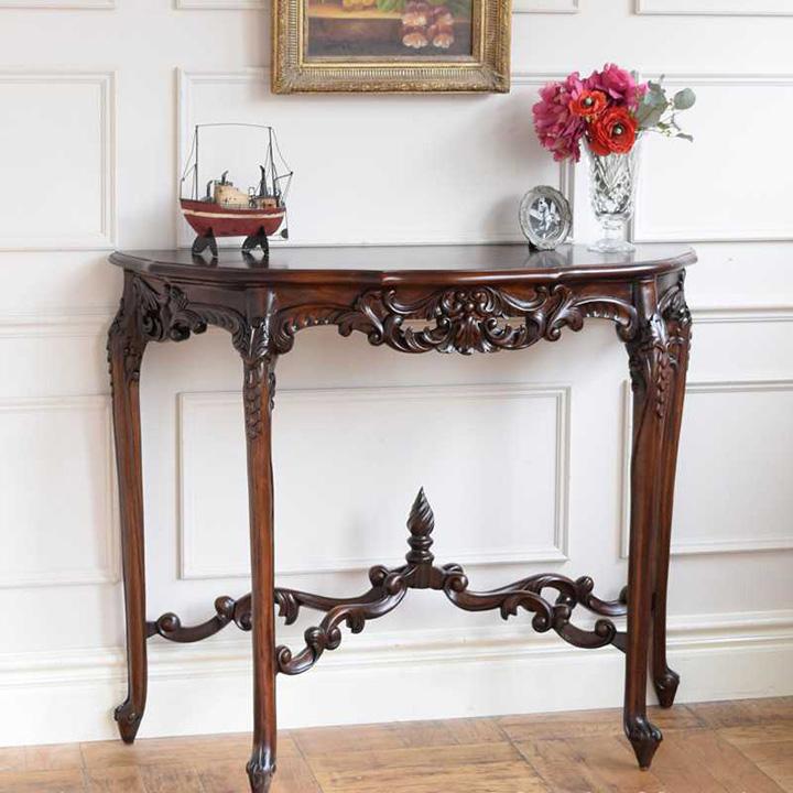 脚の装飾が美しいアンティークコンソールテーブル