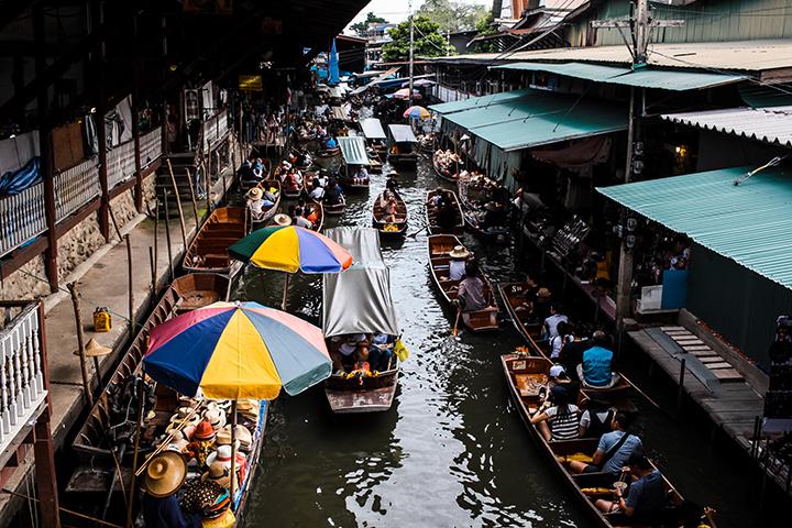 バンコクの水上マーケットの画像