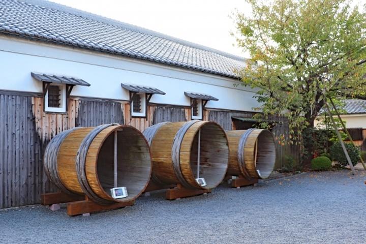 酒蔵と大樽