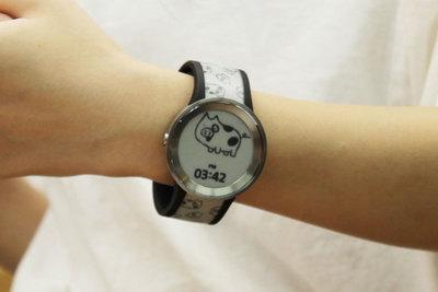 デザインを一瞬で変更できるソニーの腕時計『FES Watch U(フェスウォッチユー)』