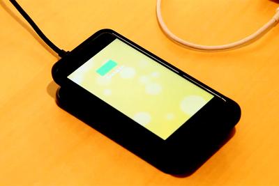 モバイルバッテリー+ワイヤレス充電+iPhone用スマホケースが一体に『juice pack air(ジュースパックエアー)』