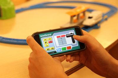 プラレールやミニ四駆を自在に操る 乾電池型IoT『MaBeee(マビー)』