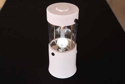 乾電池いらずのLEDランタン 水と塩で発電「ミズシオン」