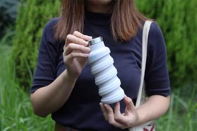 サイズが半分に! 折りたためる水筒『que Bottle(キューボトル)』