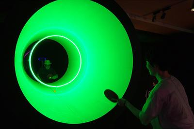巨大な筒で360°卓球!?渋谷で期間限定の「低音卓球」が開催