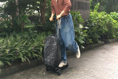 スーツケースとキックボードが合体!?『マイクロラゲッジ』