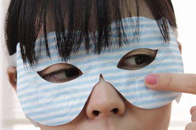 目を覆わずに疲れ目ケア!?温熱アイマスク『ほっと見えマスク』