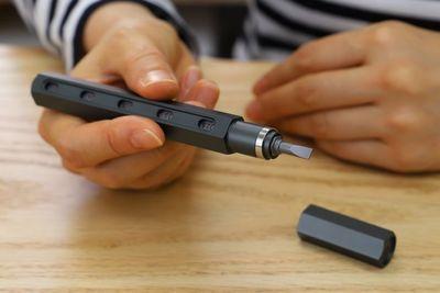 まるでロケット鉛筆……1本で工具22本分の機能『ツールペン』