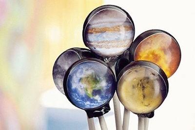 CoolでCawaii宇宙キャンディー!惑星と銀河、どっちがお好み?