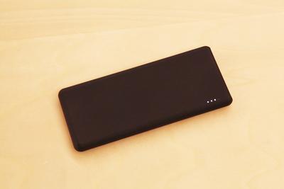 薄い・軽い・大容量のモバイルバッテリー