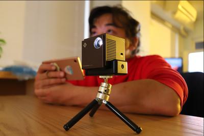 わずか5.5cm四方のプロジェクター『Smart Beam Laser(スマートビームレーザー)』