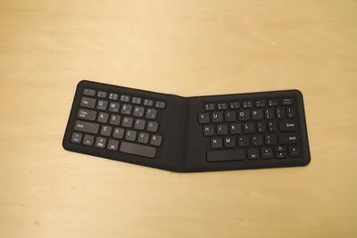 疲れない!長時間使える折りたたみキーボード「iClever BoostType」
