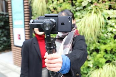 iPhoneで簡単に映画のようななめらかな動画が撮れちゃう!「OSMO MOBILE(オズモモバイル)」