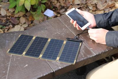 分解できて持ち運び簡単!極薄ソーラーパネル『SOLAR PAPER(ソーラーペーパー)』