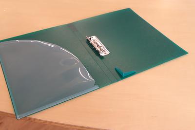 書類をきれいに挟み込める! フェイバリッツ 「Zファイル」