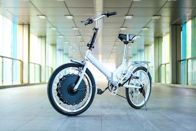 手持ちの自転車が即電動アシスト自転車に変身する『EvoWheel』