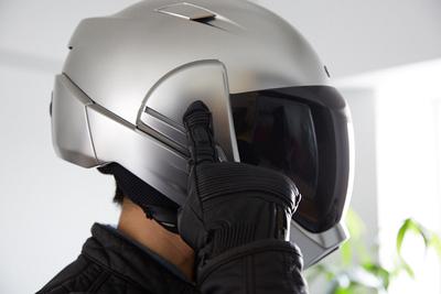 ヘルメットを被ったままで360°見渡せる 「CrossHelmet(クロスヘルメット) X1」