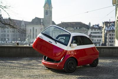 ドアが前についたキュートな小型電気自動車『Microlino』