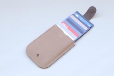 カード6枚収納・ICカードもそのまま使える薄型カードケース!