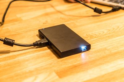 5秒で起動! ポケットサイズのモバイルプロジェクター『SONY MP-CD1』