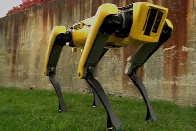 キモ可愛い!?4本脚で自由自在に走り回るロボット『Spot Mini』