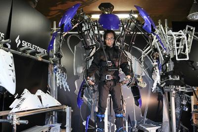 これはヤバイ!まるで自分が巨人になった感覚になれる 世界初の搭乗型外骨格スーツ『スケルト二クス』