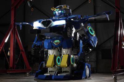 クルマが巨大なロボットになる !あのアニメの世界を再現する『J-deite RIDE(ジェイダイト・ライド)』